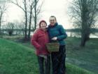 Ania Palińska i Todzia Sowińska podczas wizyty w Lucimi, gdzie Ania i jej córki uczyły się wyplatać kosz kabłącok